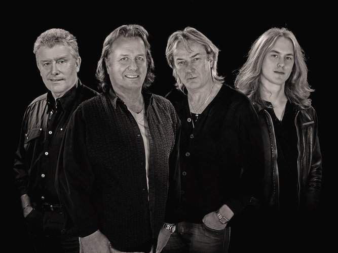 ASIA: Carl Palmer, John Wetton, Geoff Downes, Sam Coulson