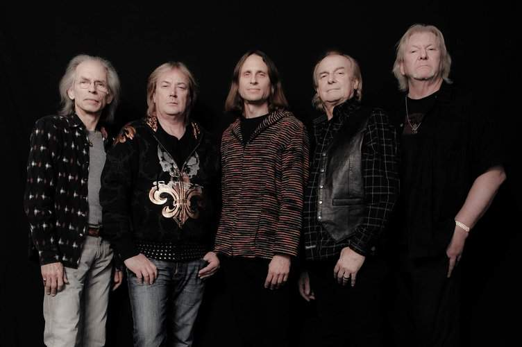 YES: Steve Howe, Geoff Downes, Jon Davison, Alan White, Chris Squire