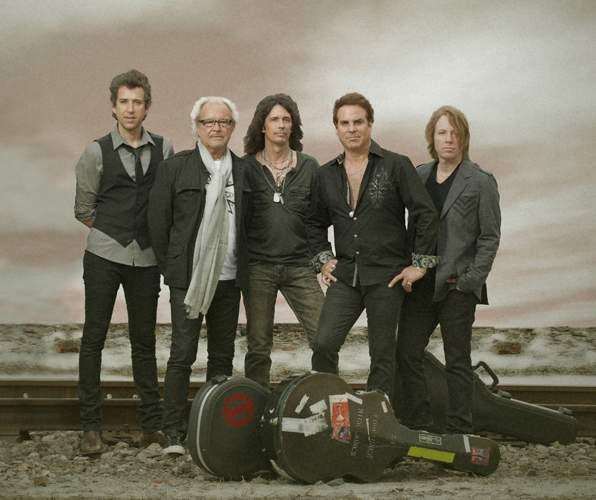 FOREIGNER: Michael Bluestein, Mick Jones, Kelly Hansen, Tom Gimbel, Jeff Pilson / Photo © Bill Bernstein